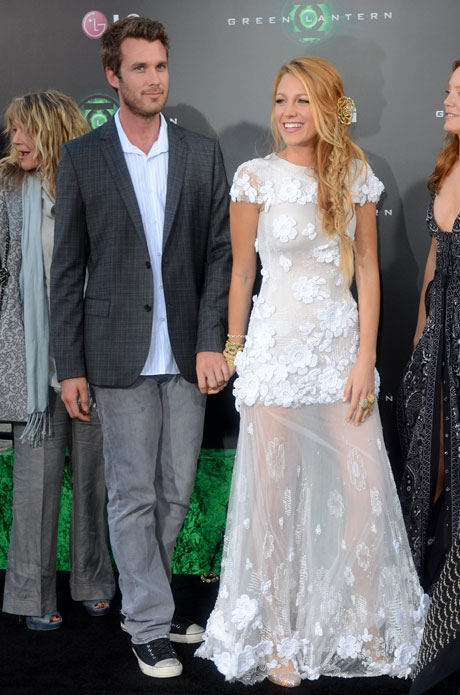 Photos! Blake Lively Gets Flirty With Friends and Family ...