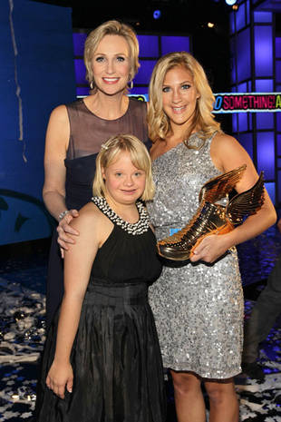 Cute Pic of the Day! Lauren Potter and Jane Lynch Take the 2011 Do Something Awards