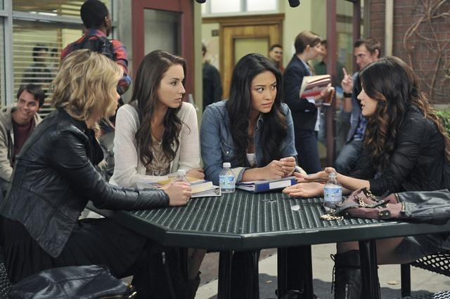 Pretty Little Liars' Rating Watch: Viewership Drops, but #1 for Women 12-34