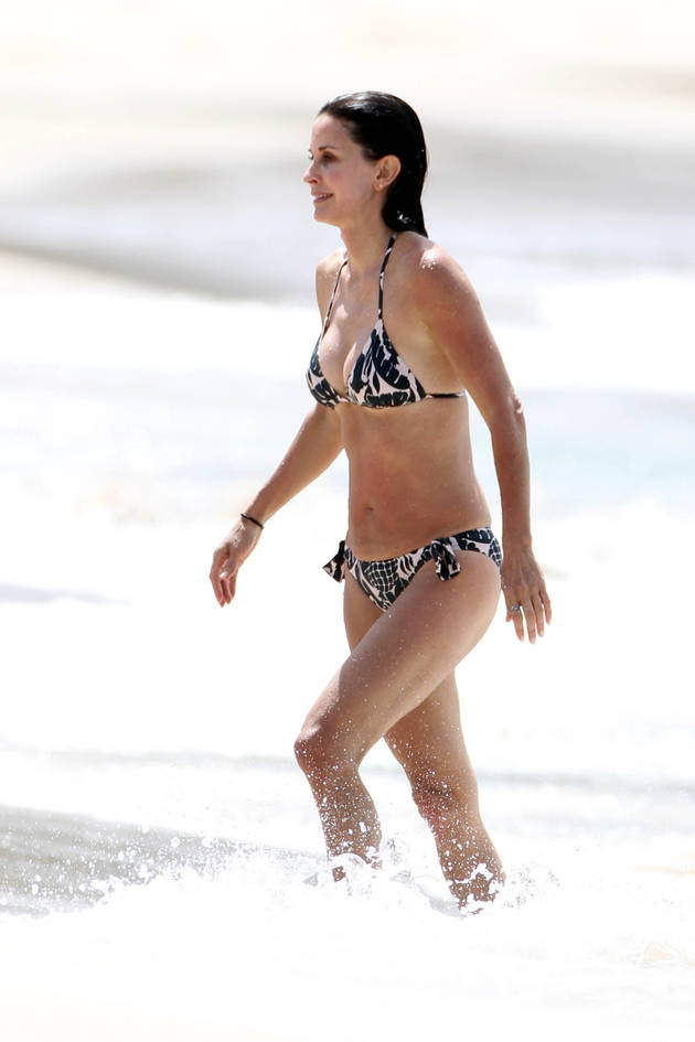 What Does Courteney Cox Eat to Stay Bikini Fit At 48?