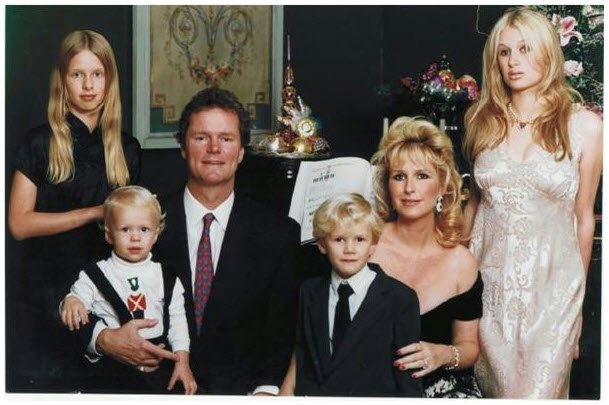 Is This the Most Awkward Hilton Family Christmas Photo Ever?
