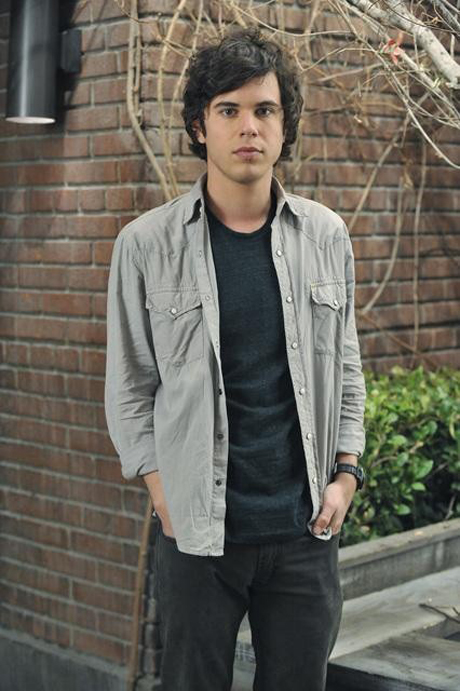 Pretty Little Liars Spoiler: Holden's Story Line Isn't Over, Will Continue Into Season 3!