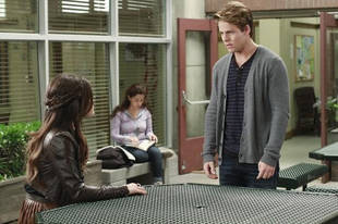 Pretty Little Liars Spoiler: Will Duncan Be on the Plane in Season 2, Episode 23?