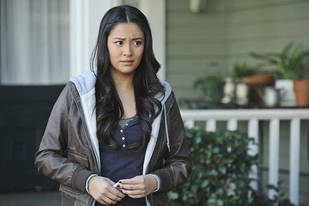 """You're Lucky I Don't Take That Stick"" The Top 15 Emily Quotes on Pretty Little Liars Season 2"
