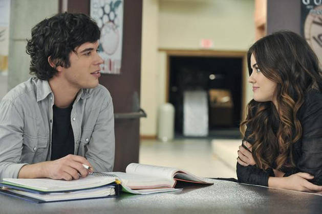 Pretty Little Liars Spoiler: Will Holden Return in Season 3?