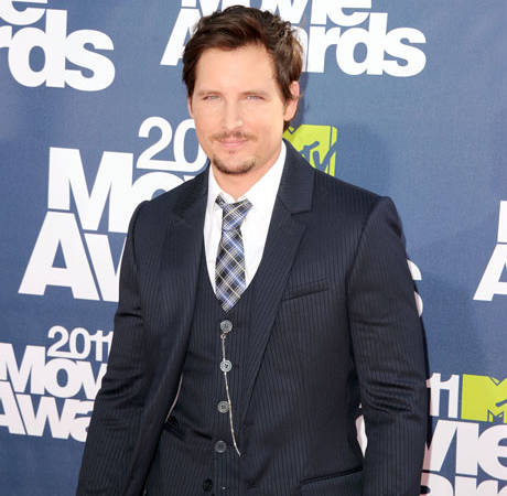 "Peter Facinelli's Girlfriend: His Romantic Deeds Are ""Too Graphic"" to Report"