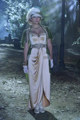 Pretty Little Liars Halloween Episode Spoilers: Hanna Is on Her Own (VIDEO)