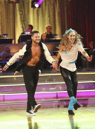 Dancing With the Stars 2013: Elizabeth Berkley and Val Chmerkovskiy's Week 5 Samba (VIDEO)