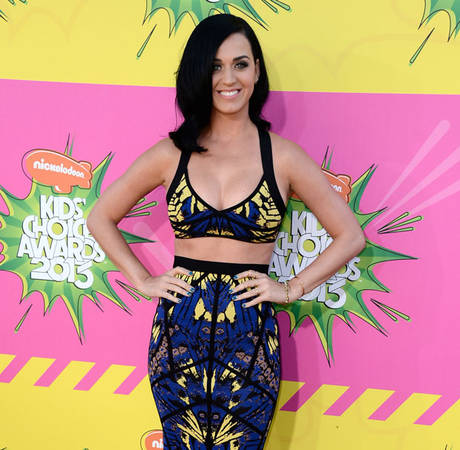 "Katy Perry Tells ""Naked"" Female Pop Stars: ""Put it Away!"""