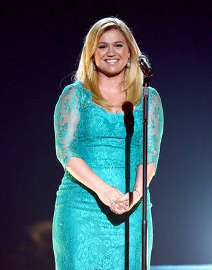Will Kelly Clarkson Be a Judge on the Voice? We Think She Should!