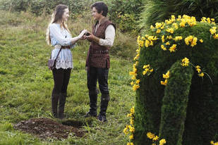 """Once Upon a Time in Wonderland Recap: Season 1, Episode 2 — """"Trust Me"""""""
