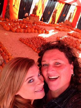Glee Actress and Her Fiancee: Cute Pumpkin Patch Visit (PHOTO)