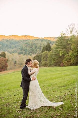 Kelly Clarkson Marries Brandon Blackstock — See Their Wedding Photos!