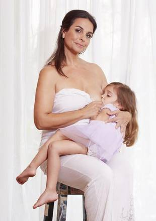 51-Year-Old Mom Plans to Breastfeed 5-Year-Old Daughter Until She's 10