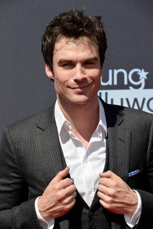"Ian Somerhalder Looks Shocked and Sexy on Vampire Diaries Set, Wants to ""Steal"" (PHOTO)"