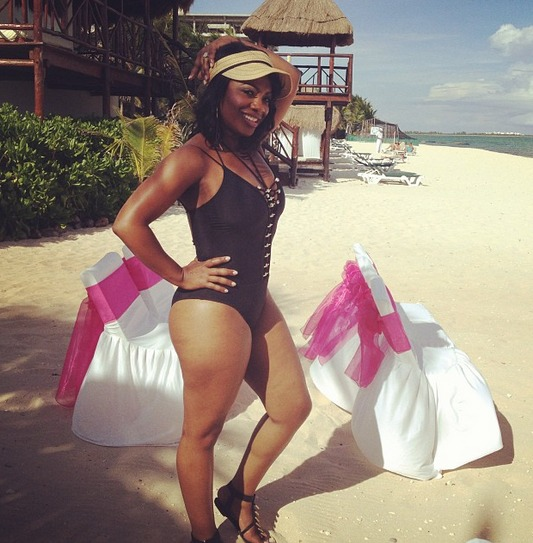 Kandi Burruss Shows Off Her Beach Body (PHOTO)
