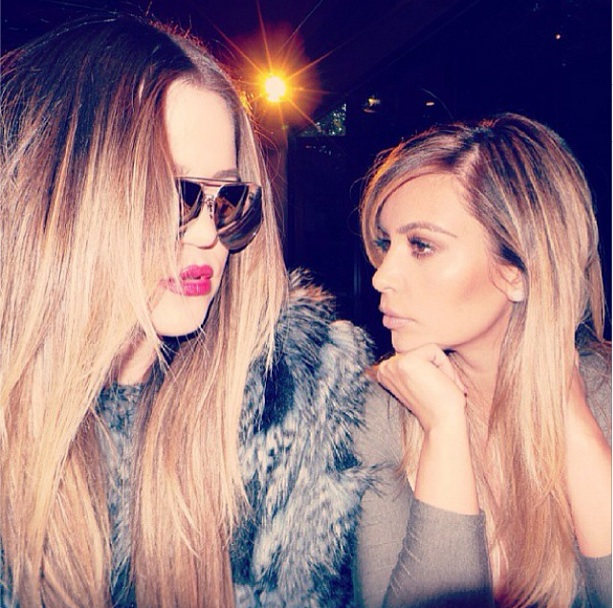 "Khloe and Kim Kardashian Share a ""Serious Sister Moment"" (PHOTO)"