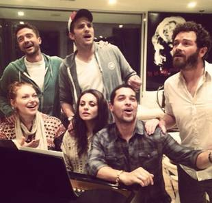 That '70s Show Reunion — See the Entire Cast Sing Together! (PHOTO)