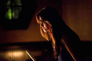 The Vampire Diaries Season 5 Spoilers: Nina Dobrev Tweets Bloody Photo From Set!