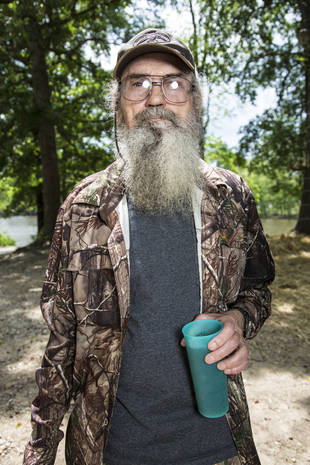 Duck Dynasty: Georgia Teen Arrested For Burning Life-Size Uncle Si Scarecrow