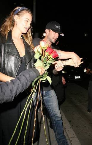 Adam Levine Didn't Buy a Rose For Fiancée Behati Prinsloo on Date Night! (PHOTO)