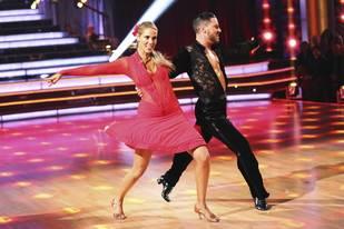 Dancing With the Stars 2013: Elizabeth Berkley and Val Chmerkovskiy's Week 3 Foxtrot (VIDEO)