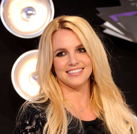 Britney Spears Dines Out With Boyfriend — No Alcohol Allowed