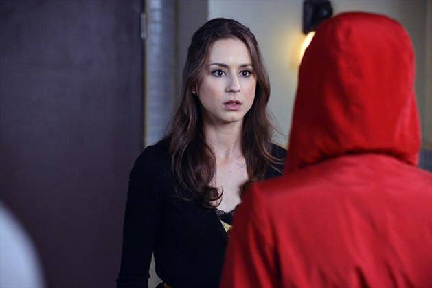 Pretty Little Liars Halloween Episode: Red Coat Revealed!