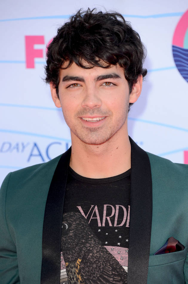 Joe Jonas Slams Singer Lorde — After She Disses Selena Gomez, T-Swift!