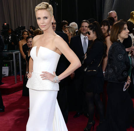 Charlize Theron Undergoes Neck Surgery to Repair Broken Vertebrae