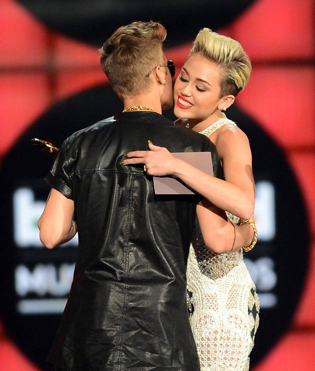 Miley Cyrus's Tank Top Shows Justin Bieber Smoking a Joint — Reefer Fever! (PHOTO)