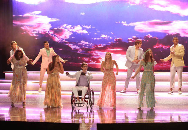 Do the Glee Stars Sing Live?