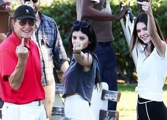 Kendall, Kylie, and Bruce Jenner Flip Off Paparazzi (PHOTO)