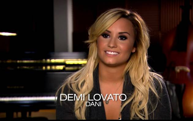 "Demi Lovato: Santana and Dani Are ""Falling in Love"" — Watch the Kiss!"