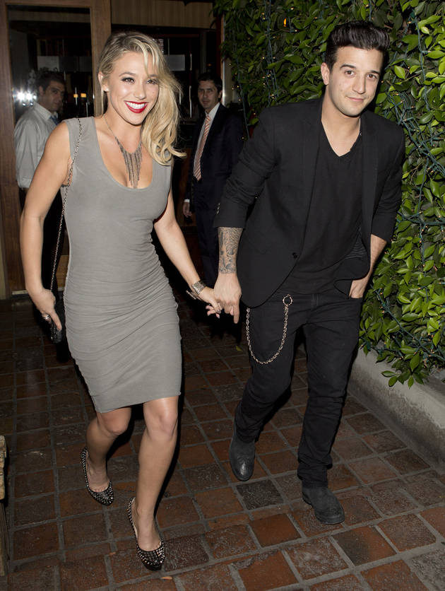 "dwts dating 2013 Rumors regarding kate upton's love life are swirling again this time, the sports illustrated model has been linked to dancing with the stars pro maksim chmerkovskiy us weekly reports ""multiple insiders"" have confirmed that the two are indeed dating, with one eyewitness spotted the duo."