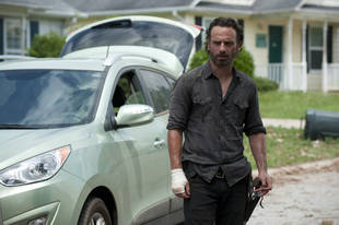 The Walking Dead Trailer Mocks Amazingly Clean Car — and Other Inconsistencies