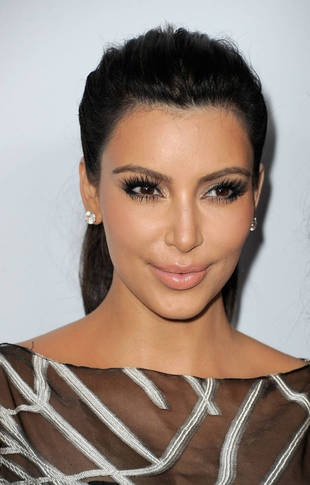 Makeup-Free Kim Kardashian Out with North and Kanye West (PHOTO)