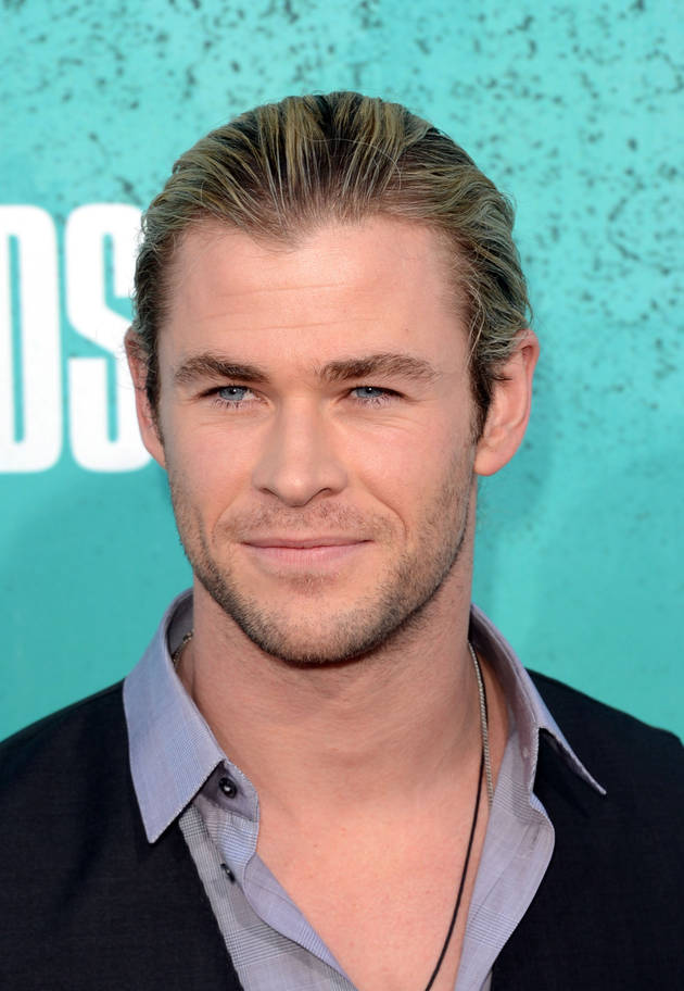 Chris Hemsworth Reveals Secret Behind Kissing Natalie Portman in Thor: The Dark World
