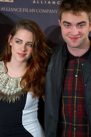 Kristen Stewart Visits Ex Robert Pattinson — See the Photo