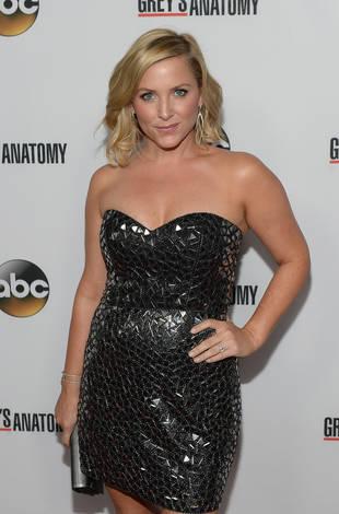 "Grey's Anatomy's Jessica Capshaw Teases ""Longest Scene"" For Arizona in Upcoming Episode"