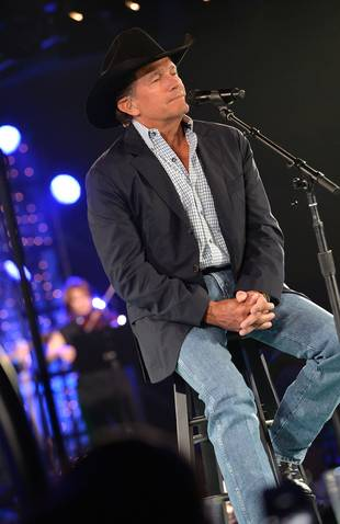 CMA Awards 2013: George Strait Wins Entertainer of the Year