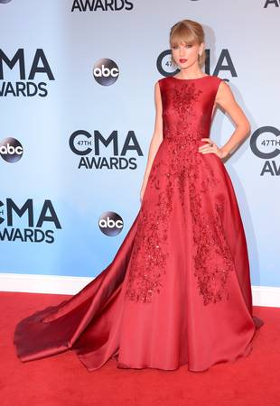 Taylor Swift Wows in Stunning Red Gown at the 2013 CMAs — Love It or Leave It? (PHOTO)