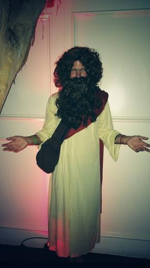 Which Vampire Diaries Star Dressed Up as Jesus? (PHOTO)