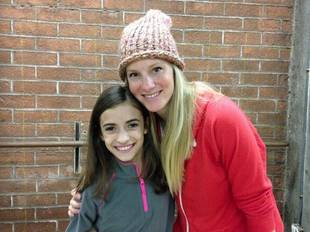 See Heather Morris's Post-Baby Body as She Poses With Glee Fan (PHOTO)