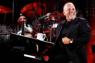 "Billy Joel Reacts to Glee's Season 5 ""Movin' Out"" Tribute Episode"