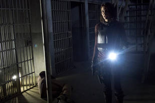 "The  Walking Dead Season 4 Episode 5 New Footage: ""You Shoot or You Run"" in ""Internment"" (VIDEO)"