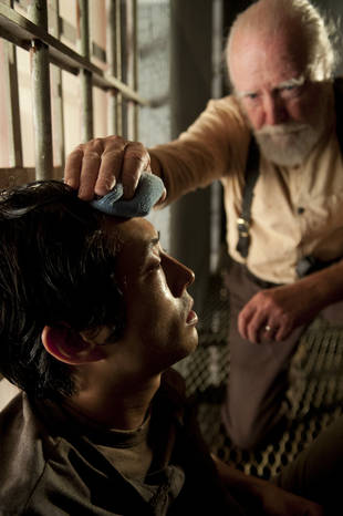 "The Walking Dead Season 4: Steven Yeun Was ""Semi-Panicking"" About Glenn's Possible Flu Death"