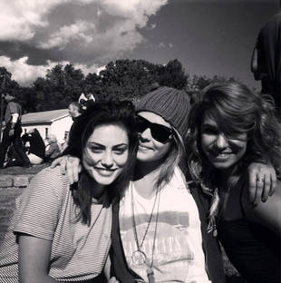 Phoebe Tonkin Spends the Weekend With Paul Wesley and His Sisters (PHOTO)