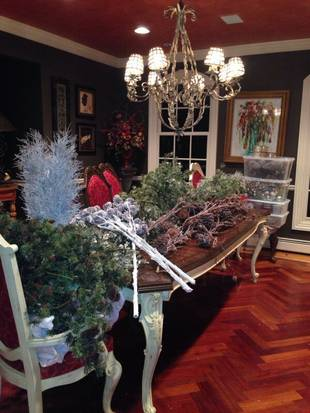 Caroline Manzo Decorates Her Home for the Holidays! (PHOTOS)