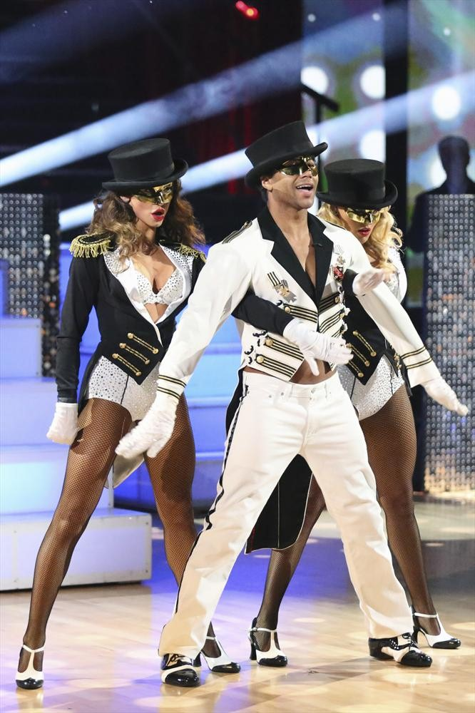 Dancing With the Stars 2013 Finale: Corbin Bleu and Karina Smirnoff's Cha-Cha Foxtrot Fusion (VIDEO)